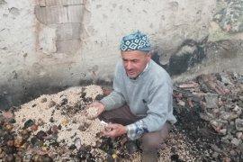 Karaman'da evi yanan vatandaş yardım bekliyor