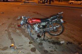 Kamyonetle çarpışan motosiklet sürücüsü ağır yaralandı