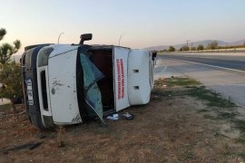 Karaman CHP Gençlik Kolları'nı taşıyan minibüs kaza yaptı!
