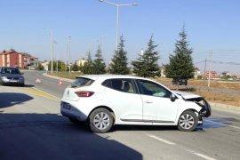 İki otomobilin çarpıştığı kazada 11 kişi yaralandı