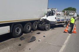 Karaman'da tırın dorsesine çarpan kamyonetin sürücüsü öldü