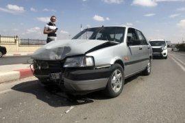 Karaman'da dolmuşla otomobil köprüde çarpıştı