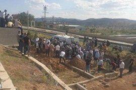 Kazada Ölen Öğretmen Çift İle Kızları Toprağa Verildi