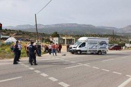 Kamyonet traktörle çarpıştı: 2 yaralı