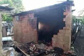 Sümer mahallesinde depo yangını