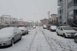 Uzun bir aradan sonra Karaman'a kar yağdı