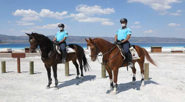 Salda Gölü'nde atlı jandarma birliği göreve başladı