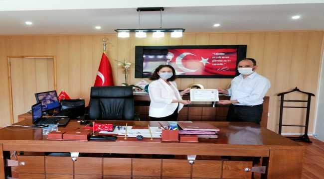 Sumbas Kaymakamı Özdemir'den müftü Canlı'ya başarı belgesi