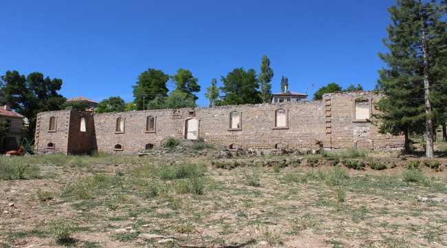 Tarihi okul restore ediliyor
