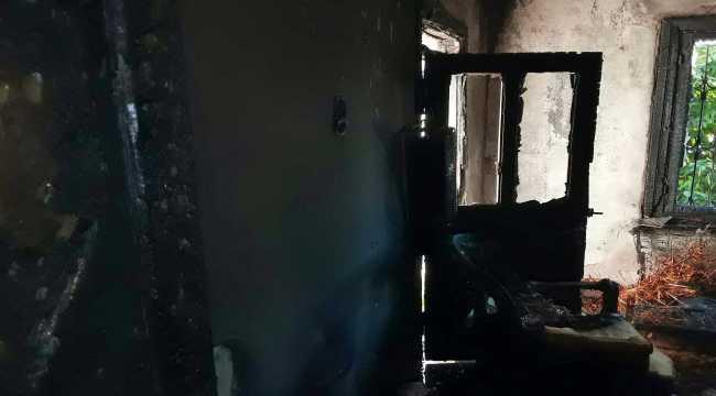 Adana'da klima ünitesindeki patlama nedeniyle yangın çıkan ev kullanılamaz hale geldi