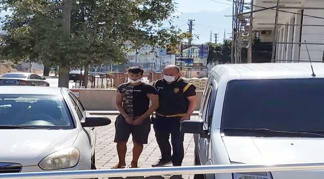 Antalya'da evlerden hırsızlık yaptığı öne sürülen zanlı tutuklandı