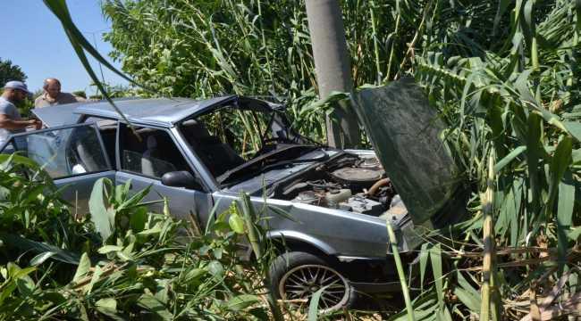Antalya'da otomobilin elektrik direğine çarpması sonucu bir kişi yaralandı