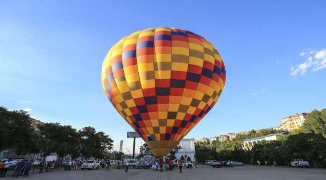 Başkentte sıcak hava balonuyla bayram coşkusu