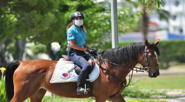 Manavgat'ta atlı jandarma timi göreve başladı