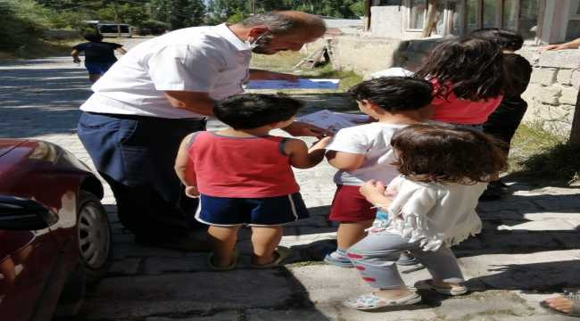 Ulaş'ta cami imam hatibi 300 çocuğa bayram harçlığı dağıttı