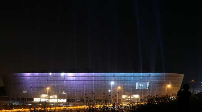 Yeni Adana Şehir Stadyumu, Adana Demirspor'a destek için ışıklandırıldı