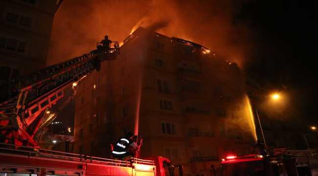 Yozgat'ta 2 apartmanın çatısı yandı