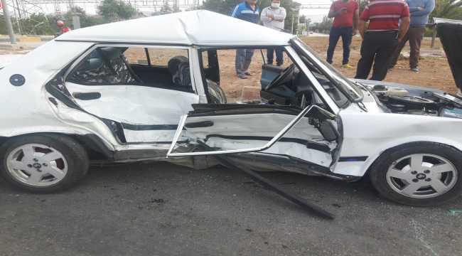 Antalya'da otomobille hafif ticari araç çarpıştı: 2 yaralı