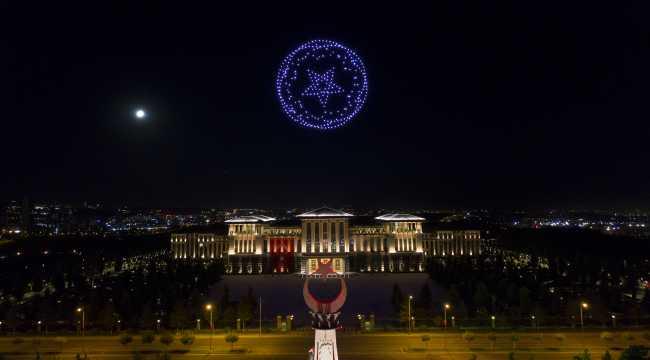 Cumhurbaşkanlığı Külliyesi'nde Zafer Bayramı'na özel 300 İHA ile ışık gösterisi yapıldı