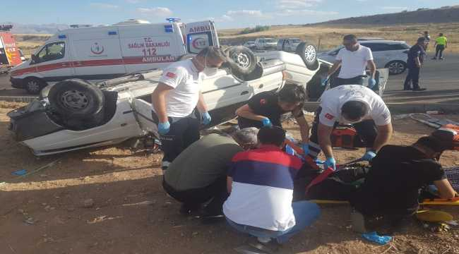 Kayseri'de iki otomobil çarpıştı: 1 ölü, 9 yaralı