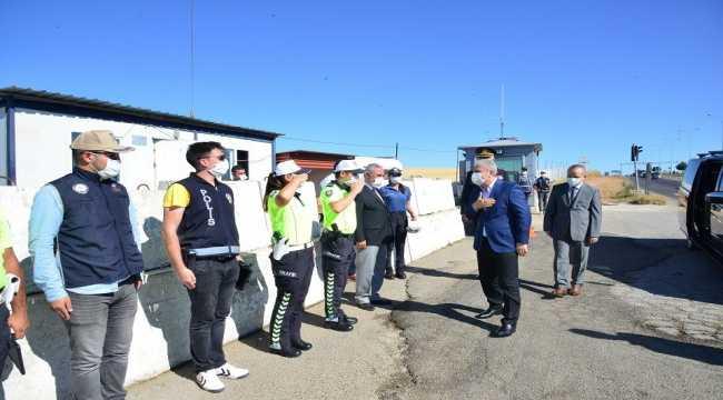 Vali Akın, jandarma ve polis uygulama noktalarını ziyaret etti