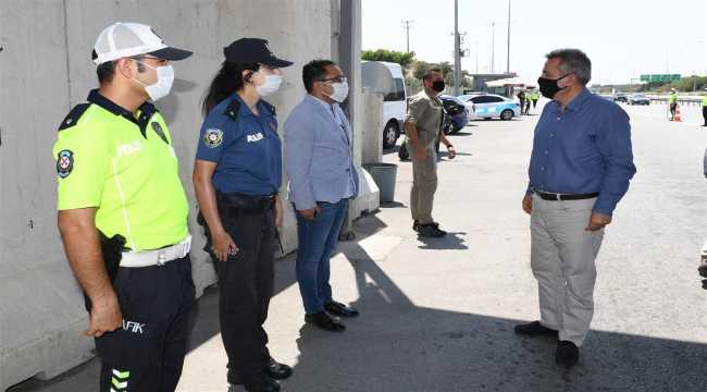 Vali Elban, güvenlik güçleri ve vatandaşlarla bayramlaştı