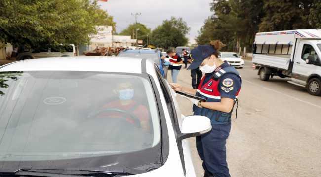 Adana'da maske takmayan 6 kişiye 5 bin 400 lira idari ceza verildi