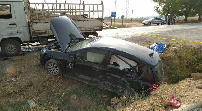 Adana'da otomobil ile kamyonet çarpıştı: 2 ölü, 4 yaralı