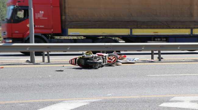 Adana'da tırın çarptığı motosikletin sürücüsü hayatını kaybetti