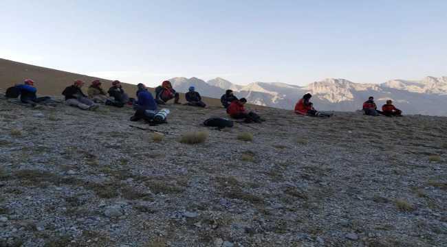 Aladağlar'da mahsur kalan 8 dağcı kurtarıldı