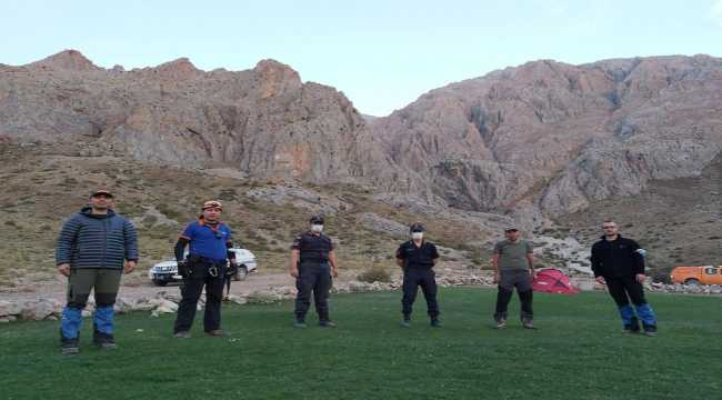 Aladağlar'da mahsur kalan dağcıyı AFAD ekipleri kurtardı