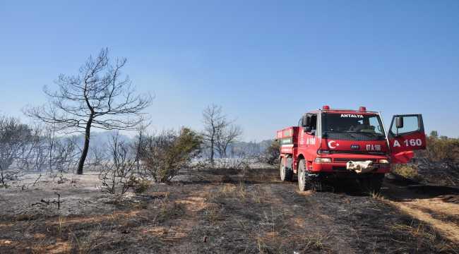 Antalya'da çıkan yangında 1 hektar orman alanı zarar gördü