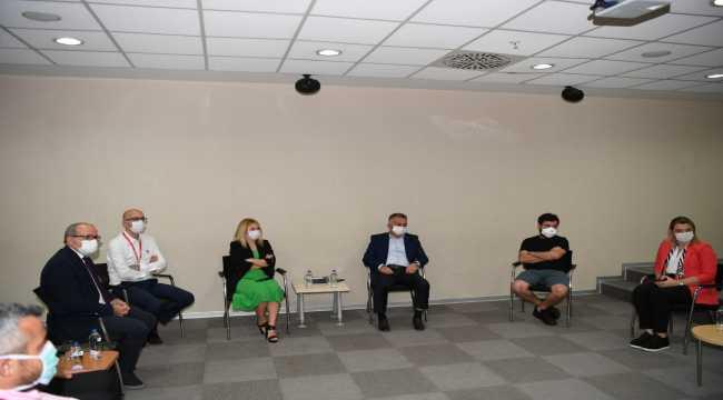 Antalya Valisi Yazıcı, Başkan Böcek'in sağlık durumunu sordu