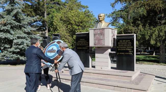 Çubuk'ta İlköğretim Haftası için çelenk töreni