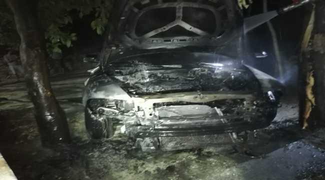 Hatay'da park halindeki otomobil yandı