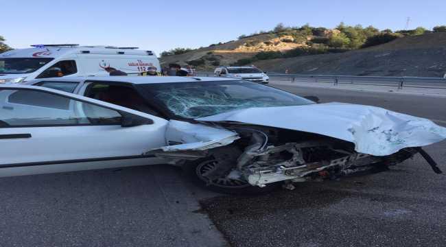 Isparta'da iki otomobil çarpıştı: 1 ölü, 3 yaralı