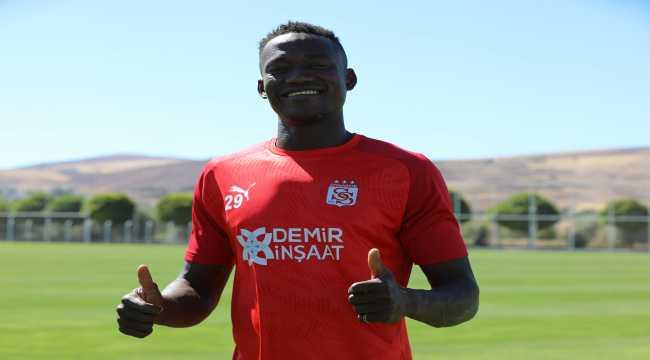 Sivasspor'un yeni transferi Casimir Ninga,