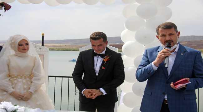 Vali Ayhan, Hafik Kaymakamı Meral'in nikah şahidi oldu