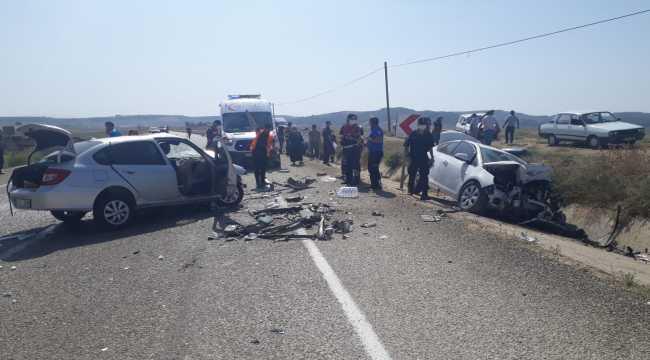 Adana'da iki otomobil çarpıştı: 2 ölü, 2 yaralı