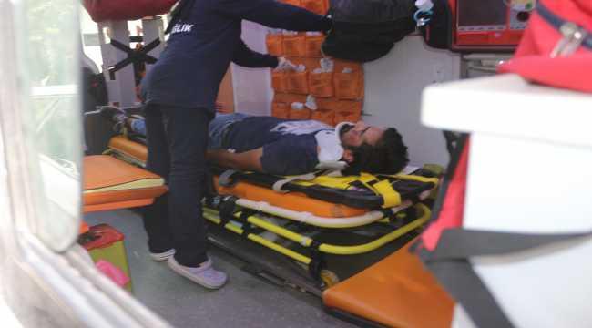 Adana'da otomobille çarpışan motosikletteki sürücü ve oğlu yaralandı