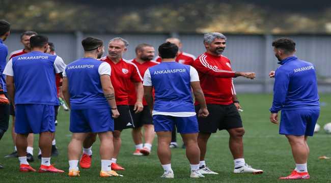 Ankaraspor, İsmet Taşdemir yönetiminde ilk antrenmanını yaptı