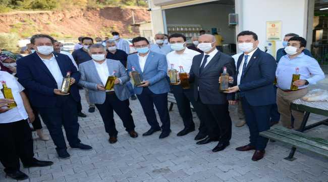 Antalya Valisi Ersin Yazıcı, sezonun ilk zeytin yağı sıkım törenine katıldı