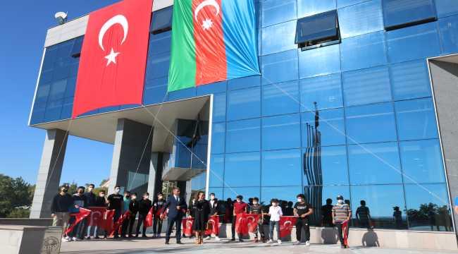 Azerbaycanlı sanatçı Azerin'e Gölbaşılı gençlerden