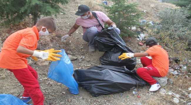 Beyşehir'de çevre gönüllüleri doğayı temizleyebilmek için birbiriyle yarışıyor