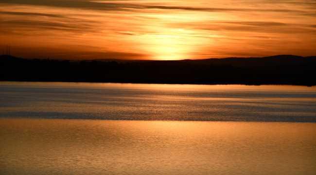 Bozkırın ortasındaki Tödürge Gölü, huzur veren doğasıyla ziyaretçileri cezbediyor