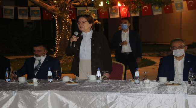 İYİ Parti Genel Başkanı Akşener, Yozgat'ta parti teşkilatı üyeleriyle bir araya geldi