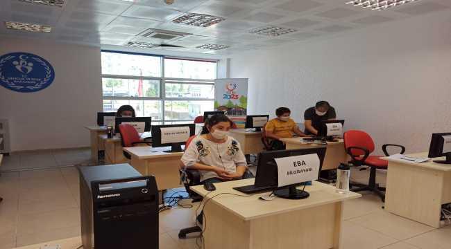 Kırşehir'de internet ve bilgisayar sıkıntısı çeken öğrenciler için EBA sınıfları oluşturuldu
