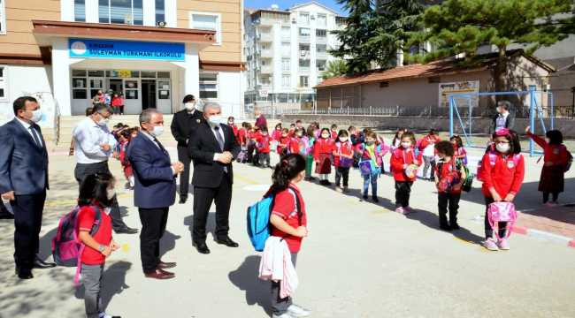 Kırşehir Valisi Akın, okulda Kovid-19 denetimi yaptı