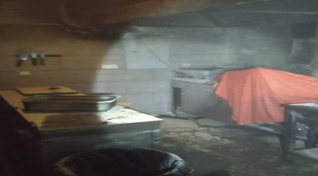 Mersin'de kafe mutfağında çıkan yangın hasara neden oldu