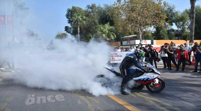 Mersin'de polis ekipleri motosiklet tutkunlarıyla şehir tutu attı